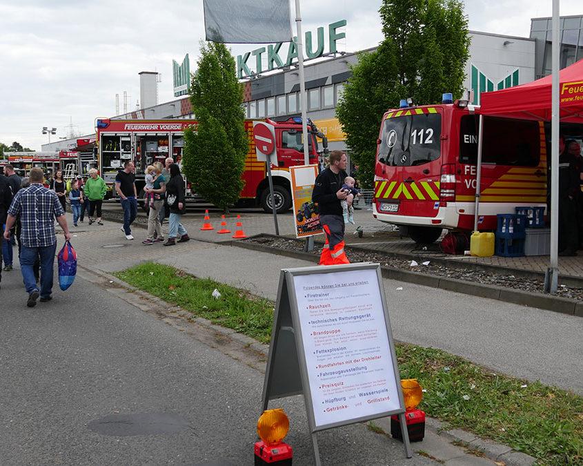 Eingang zum Ausstellungsgelände der Feuerwehr