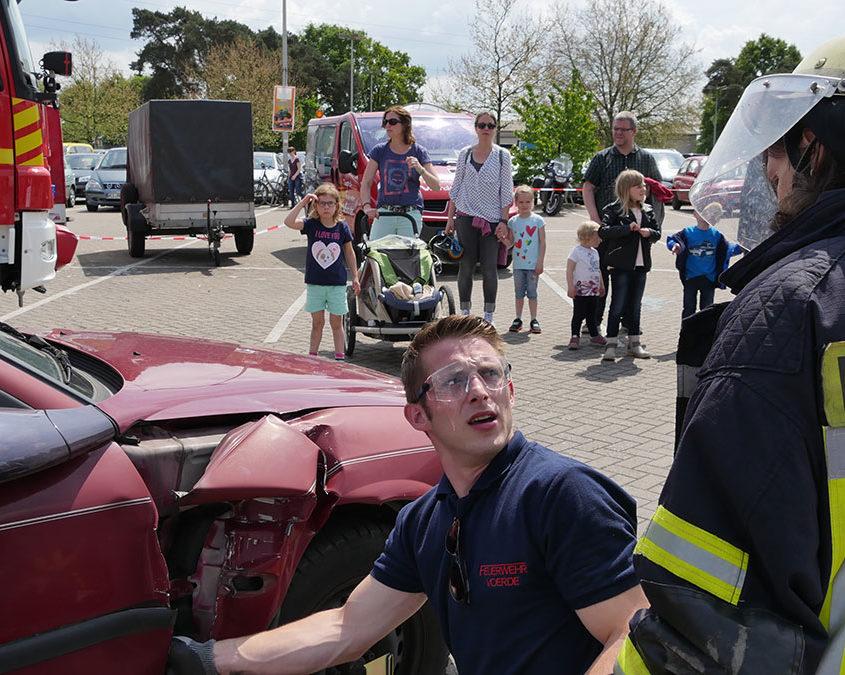 Technische Hilfe zum anfassen - das Zerlegen eines Unfallfahrzeugs