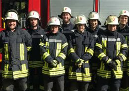 Absolventen des aktuellen Grundausbildungslehrganges der Feuerwehr Voerde