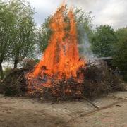Das Osterfeuer 2017 auf dem Schulhof der Astrid Lindgren Grundschule in Spellen